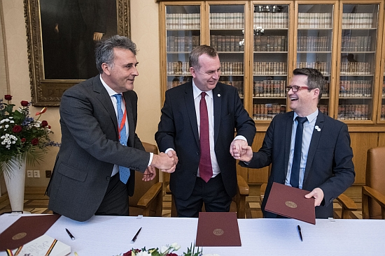 Pictured: Three of five signatories of the Prague Appeal on October 25. From Left to Right: Prof. Luciano Saso (UNICA), Charles University Rector Tomáš Zima, Prof. Ludovic Thilly (Coimbra Group). Not pictured: Prof. Hartmut Mayer, Prof. Kurt Deketelaere Photo: René Volfík.